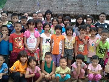 โครงการก่อสร้างบ้านดินเพื่อเด็กกำพร้า ตำบลห้วยมะซาง ดอยวาวี เชียงราย