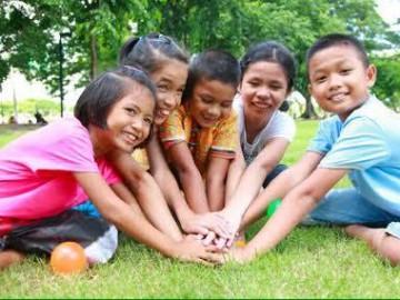 อาสาสมัครมอบของขวัญแบ่งปันรอยยิ้มให้น้องๆ โรงเรียนวัดโยธีราษศรัทธาราม