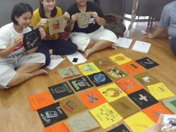 อาสา: สร้างสื่อการเรียนรู้บนผืนผ้า13 ส.ค. Volunteer to Create Learning Material – in Thailand