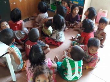 อาสาสอนเด็กวัยเตาะแตะ ที่ชุมชนมลาบี (ตองเหลือง )
