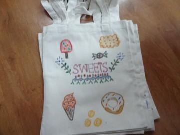 อาสาลงลายกระเป๋าผ้า เพื่อศูนย์เด็กด้อยโอกาส 9 ก.ย. Volunteer to Paint Bag to Raise Fund for Children Center
