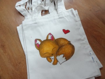 อาสาลงลายกระเป๋าผ้า เพื่อศูนย์เด็กด้อยโอกาส 14 ส.ค.  Volunteer to Paint Bag to Raise Fund for Children Center