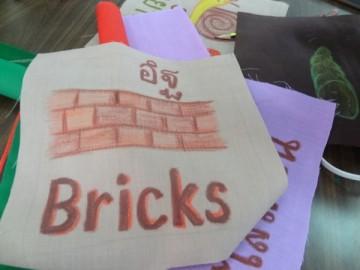 อาสาสร้างสื่อการเรียนรู้บนผืนผ้า 24 ก.ย.  Volunteer to Create Learning Material