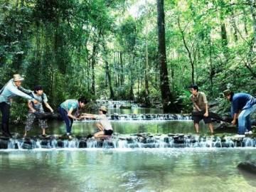 สร้างฝายชะลอน้ำ และสร้างโป่งเทียมเพื่อสัตว์ป่า