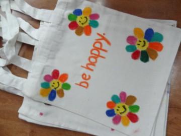 อาสาลงลายกระเป๋าผ้า เพื่อศูนย์เด็กด้อยโอกาส 10 ธ.ค.  Volunteer to Paint Bag to Raise Fund for Children Center