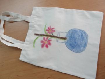 อาสาลงลายกระเป๋าผ้า เพื่องานพัฒนาเด็ก 25 กพ. Volunteer to Paint Bag to Raise Fund for Child Development in Thailand