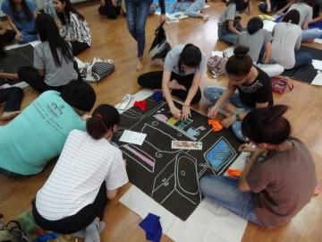 อาสาสร้างสื่อการเรียนรู้บนผืนผ้า 8 เม.ย.  Volunteer to Create Learning Material