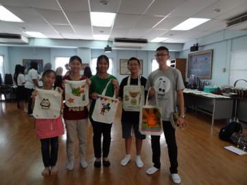 อาสาสมัครลงลายกระเป๋าผ้า เพื่องานพัฒนาเด็กด้อยโอกาส23มิ.ย. Volunteer toPaint Bag to support Child Development in Thailand June23, 18