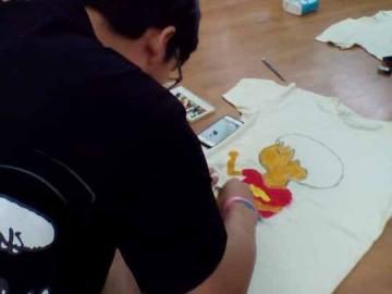 อาสาสมัคร เขียนศิลป์บนเสื้อเพื่อผู้ป่วยเรื้อรัง7ก.ค. T-Shirt Painting to support chronically ill patients in Thailand; Jul 7, 18