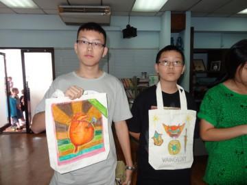 อาสาสมัครลงลายกระเป๋าผ้า เพื่องานพัฒนาเด็กด้อยโอกาส 8 กค. Volunteer toPaint Bag to support Child Development in Thailand Jul.8, 18