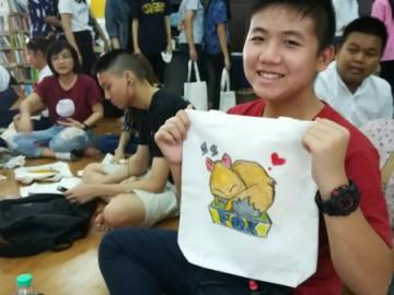 อาสาลงลายกระเป๋าผ้า เพื่องานพัฒนาเด็กด้อยโอกาส – ห้องสมุดซอยพระนาง-- 24 พย.  Volunteer to Paint Bag to support Child Development in Thailand Nov 24, 19